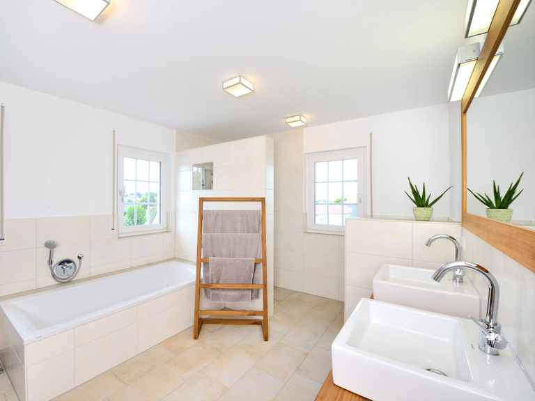 stadtvilla winter fertighaus weiss. Black Bedroom Furniture Sets. Home Design Ideas