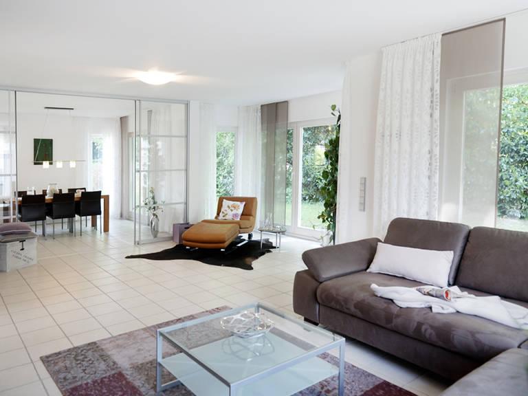 Musterhaus Bad Vilbel - Fingerhut Haus Wohnzimmer: Couch
