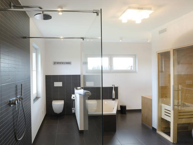 Stadtvilla Medio - Fingerhut Haus Badezimmer mit Saunabereich