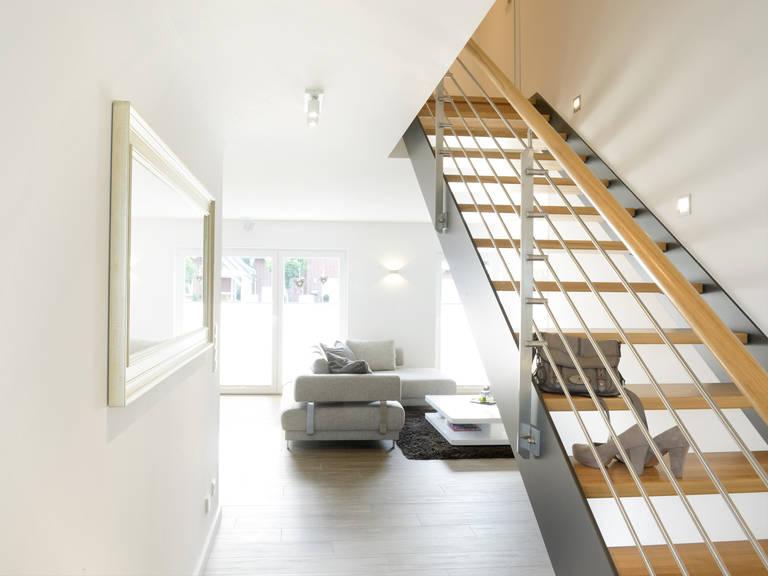 Stadtvilla Medio - Fingerhut Haus Treppe ins Obergeschoss