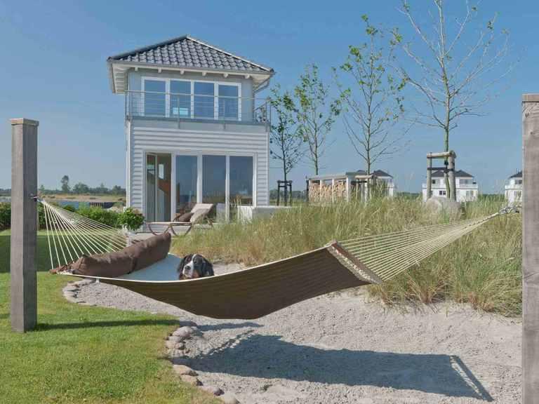 Landhaus Mommsen - Baufritz Garten mit Hängeliege