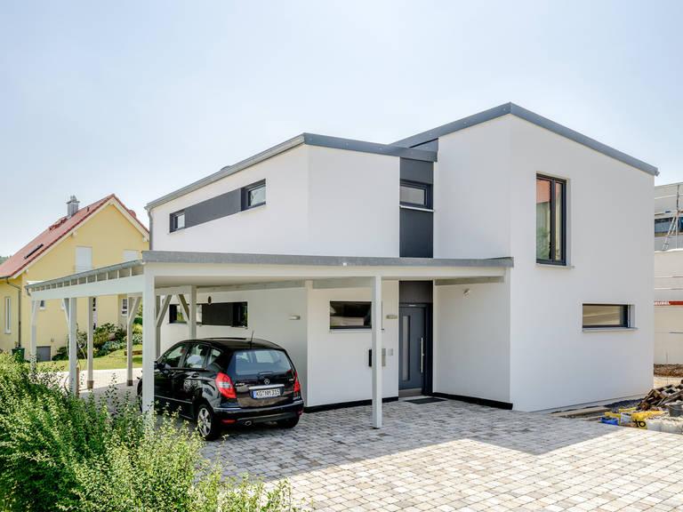 Einfamilienhaus im Bauhausstil Vorderansicht