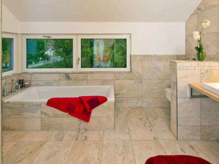 Innenansicht Badezimmer - Musterhaus Future Mannheim - Fertighaus Weiss