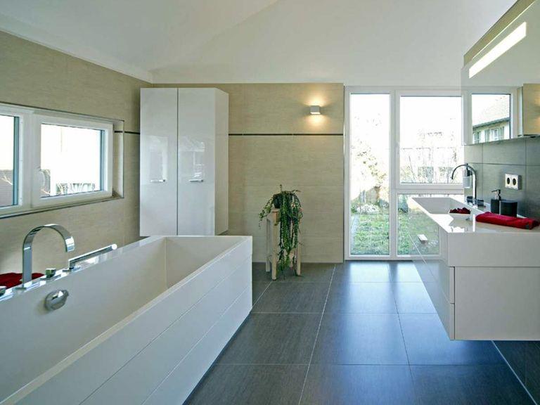 Innenansicht Badezimmer - Musterhaus Villingen-Schwenningen - Fertighaus Weiss