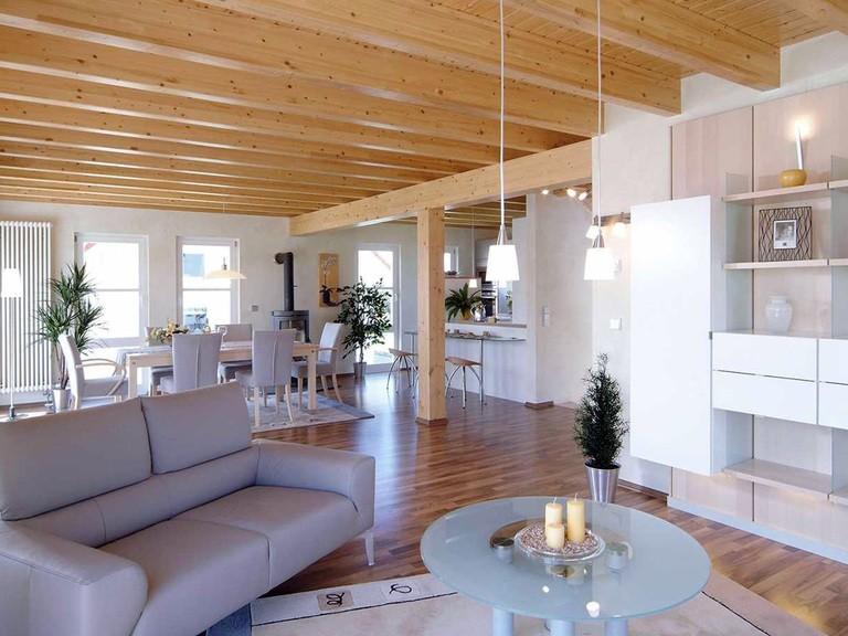 Innenansicht Wohnzimmer - Musterhaus Vision Oberrot - Fertighaus Weiss