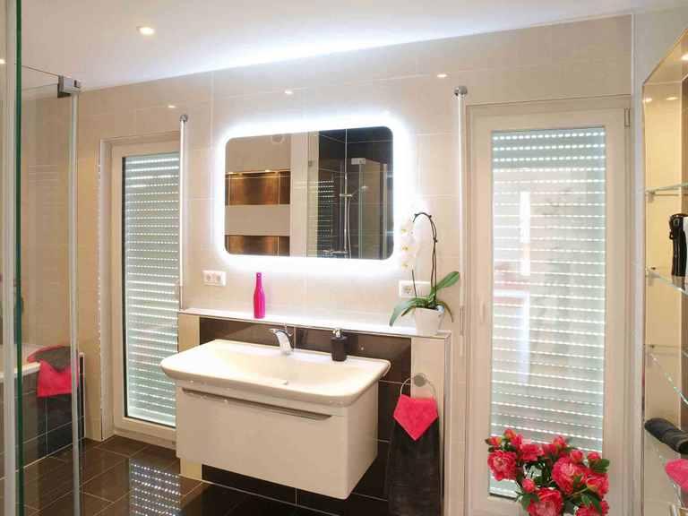 Stadtvilla Swing 79 - Sonderplanung - Schwabenhaus Badezimmer: Ansicht 1