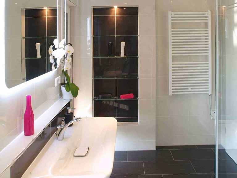 Stadtvilla Swing 79 - Sonderplanung - Schwabenhaus Badezimmer: Ansicht 2