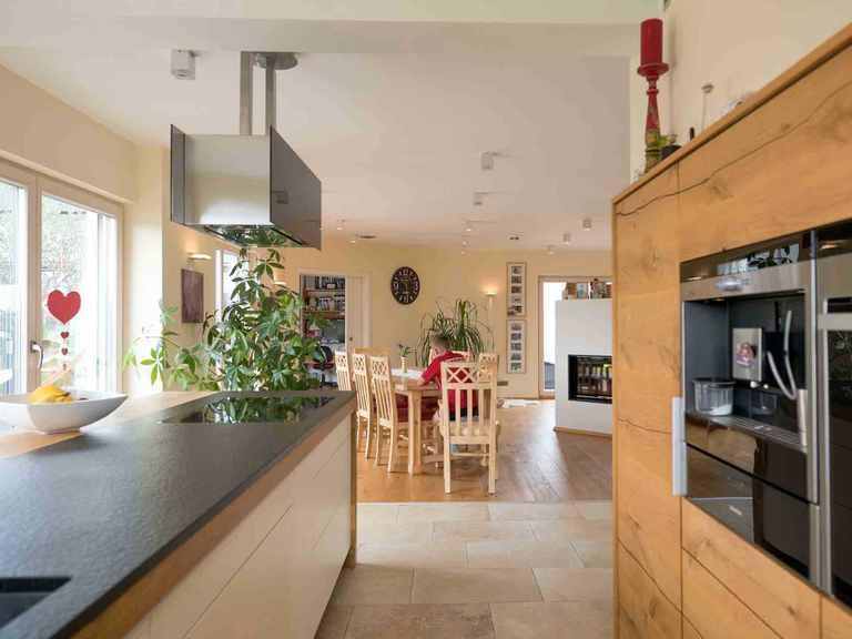 Individuell geplantes Kundenhaus 5 - WOLF System Haus Offene Küche