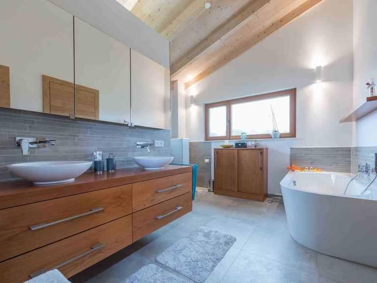 Individuell geplantes Kundenhaus 6 - WOLF System Haus Badezimmer