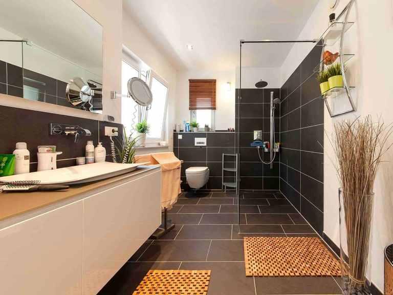 Individuell geplantes Kundenhaus 7 - WOLF System Haus Badezimmer