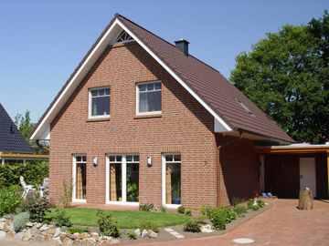 Satteldachhaus mit Dreiecksgaube