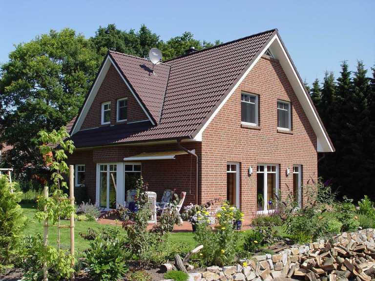Satteldachhaus mit Dreiecksgaube Ansicht 2