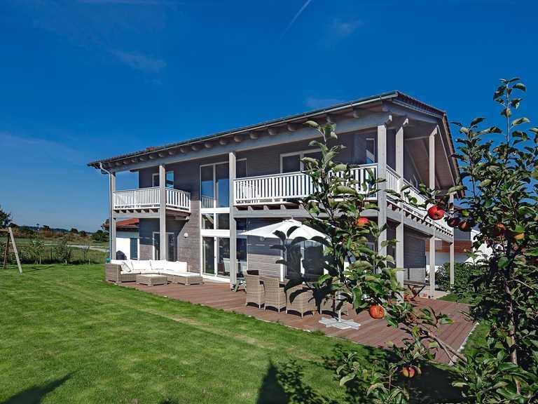 Kundenhaus Oberbayern Gartenansicht