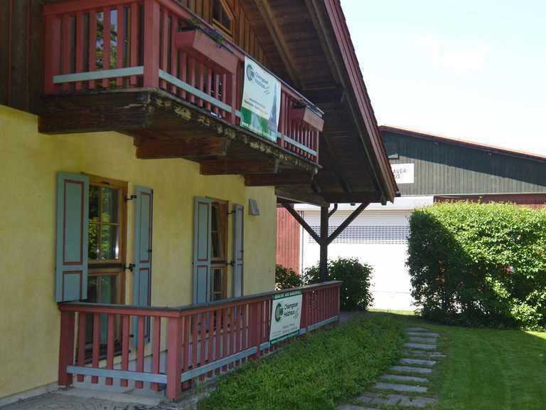 Massiv-Holzhaus Seiboldsdorf Balkone