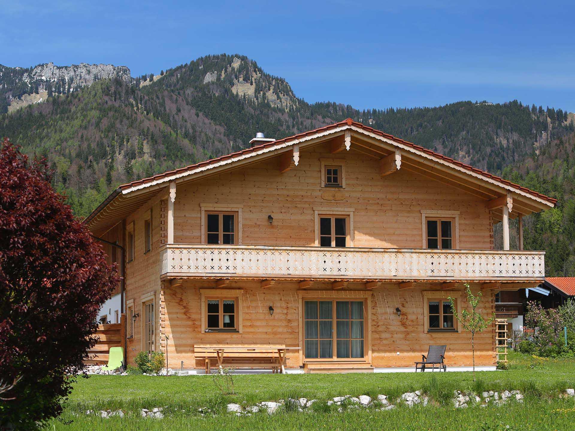 blockhaus berchtesgaden chiemgauer holzhaus. Black Bedroom Furniture Sets. Home Design Ideas
