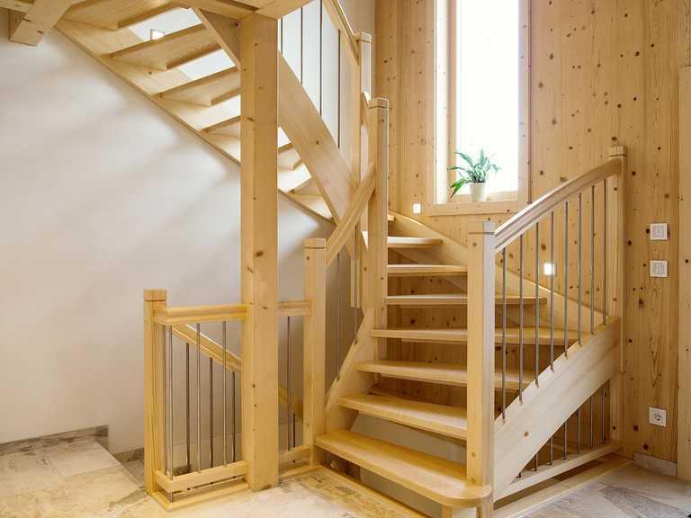 Massivholzhaus Köln Treppe