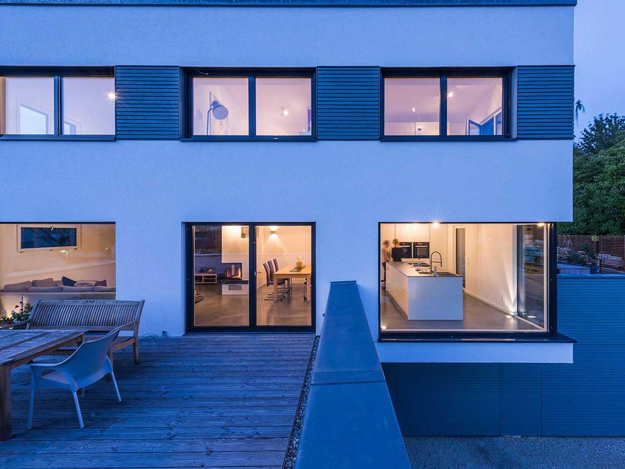 KitzlingerHaus - Referenzhaus Dettingen/Erms Abenddämmerung Terrasse