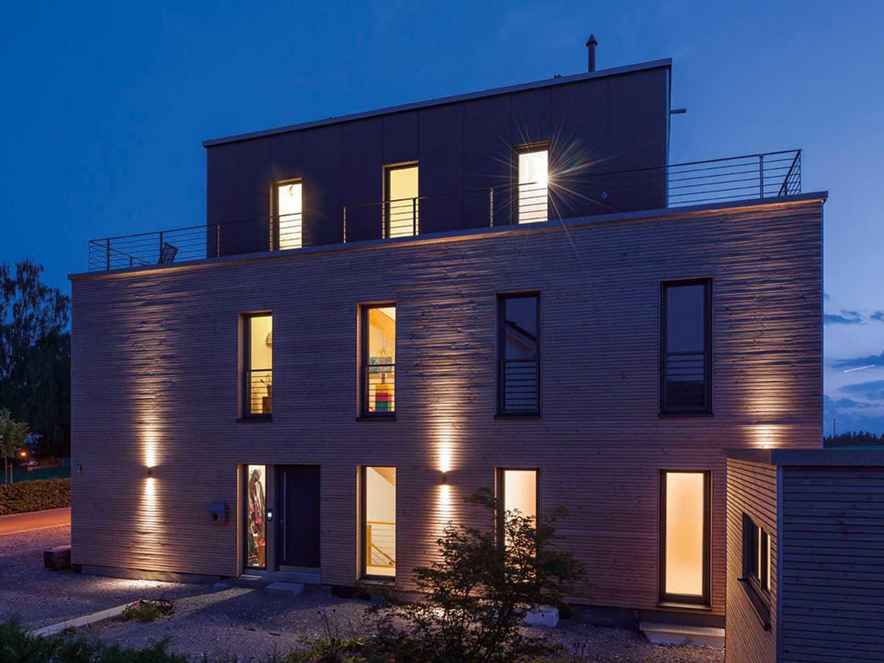 KitzlingerHaus - Referenzhaus Steinenbronn Gartenansicht bei Nacht