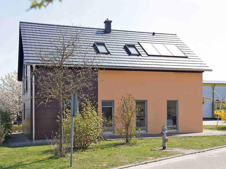 Musterhaus Schierling - WOLF System Haus Gartenansicht