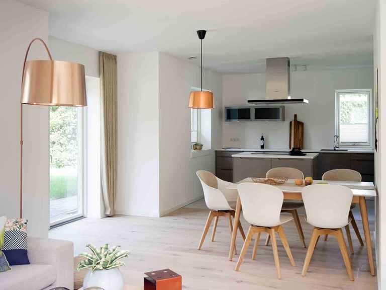 Stadtvilla SV118 - Die HausCompagnie Offene Küche und Essbereich