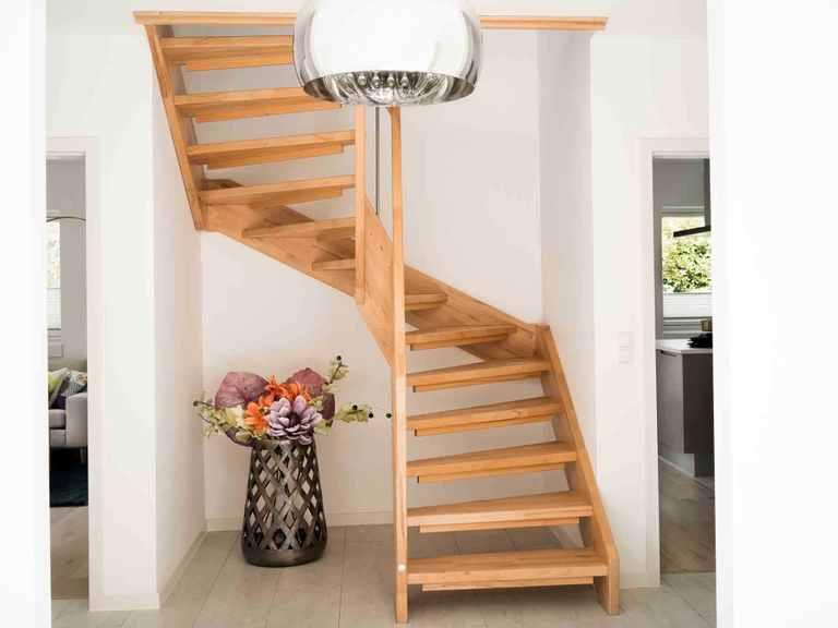 Stadtvilla SV161 - Die HausCompagnie Treppenaufgang