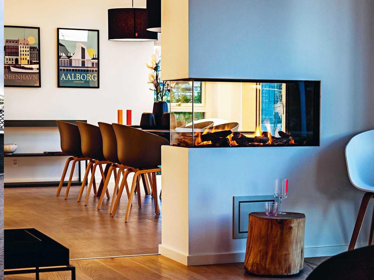 Zweifamilienhaus ZFH160 Innenansicht Essbereich und Kamin