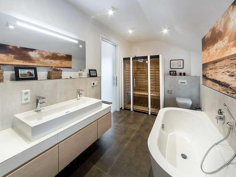 Badezimmer - Musterhaus Estenfeld von OKAL Haus