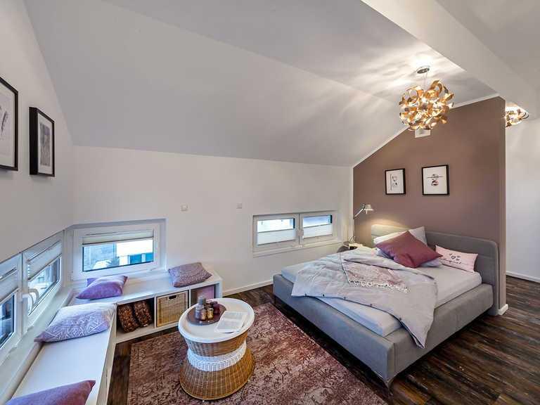 Schlafzimmer - Musterhaus Estenfeld von OKAL Haus