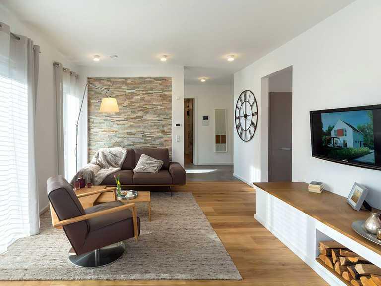 Wohnzimmer - Musterhaus Estenfeld von OKAL Haus