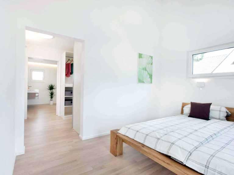 Schlafzimmer - Musterhaus Fellbach-Stuttgart von TALBAU-Haus