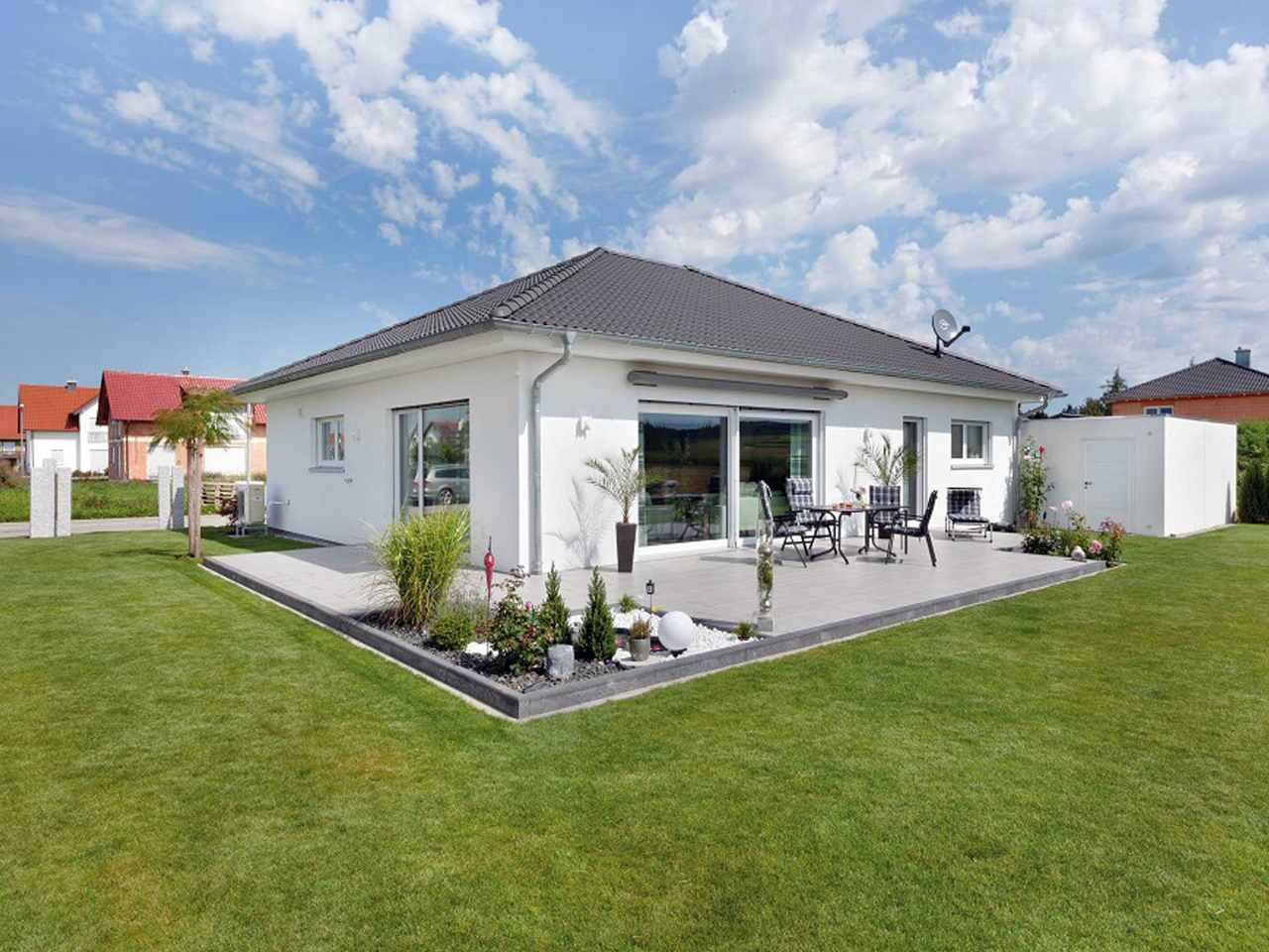 Bungalow Unikat 140 von TALBAU-Haus Außenansicht Garten