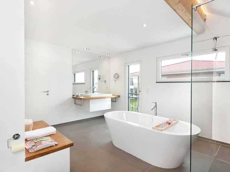 Badezimmer - Einfamilienhaus Unikat 064 von TALBAU-Haus
