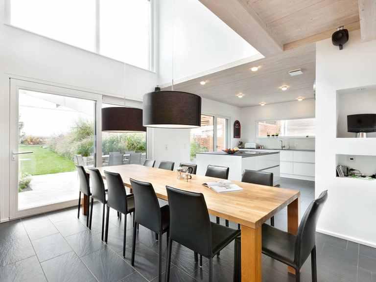 Essbereich und offene Küche - Einfamilienhaus Unikat 064 von TALBAU-Haus