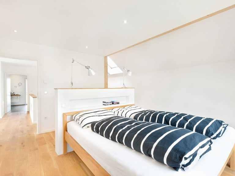 Schlafzimmer 1 - Einfamilienhaus Unikat 064 von TALBAU-Haus