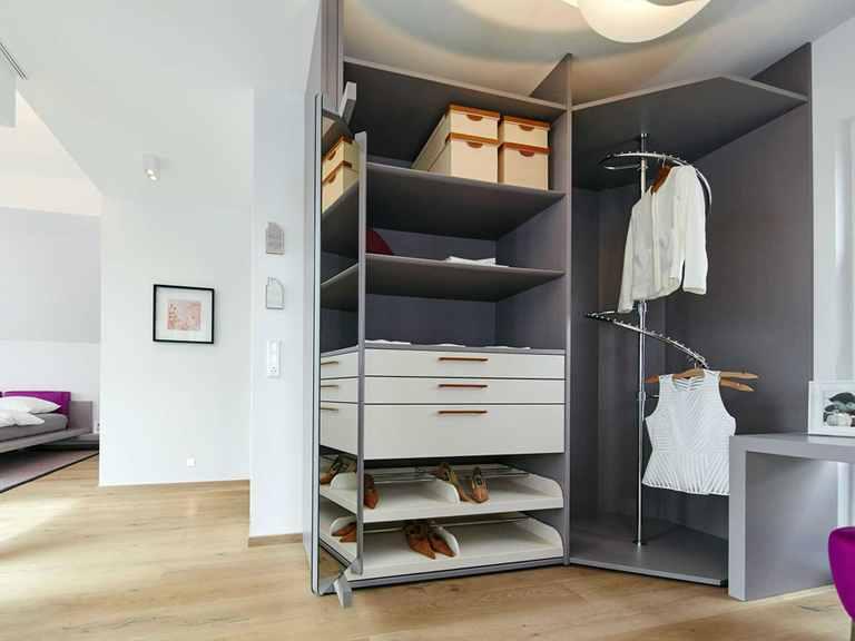 Ankleideraum - Musterhaus Bad Vilbel von OKAL Haus