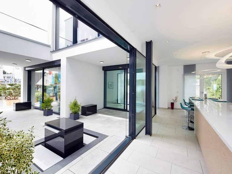 Innenansicht Atrium - Musterhaus Bad Vilbel von OKAL Haus