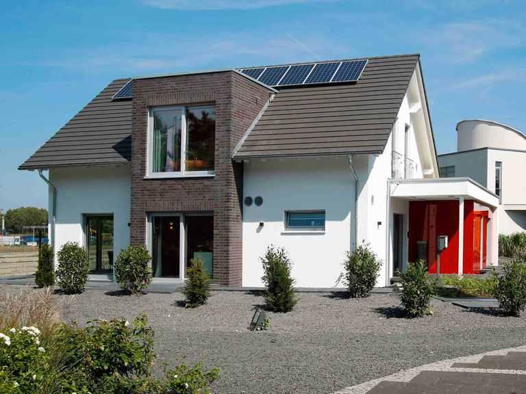 Musterhaus Langenhagen - OKAL Seitliche Ansicht mit Flachdachgiebel