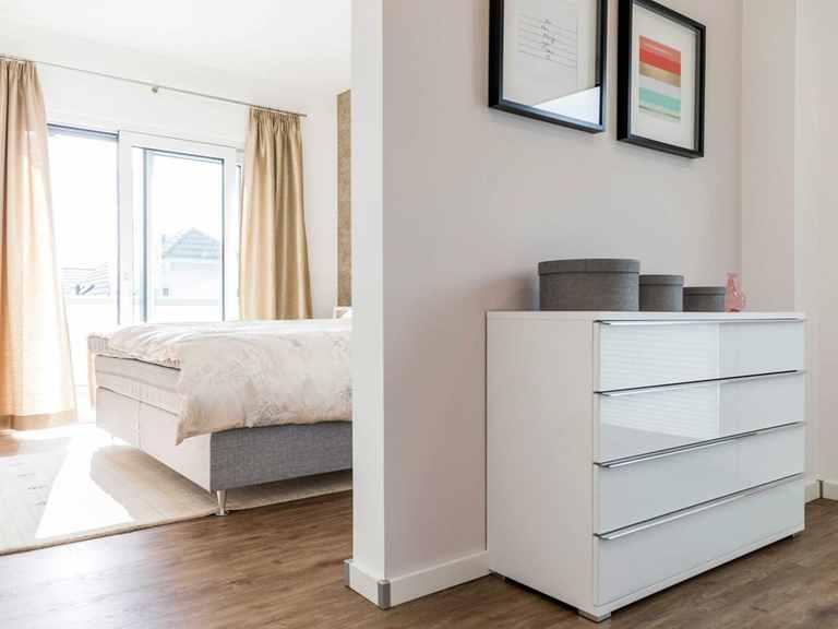 Schlafzimmer - Musterhaus Schkeuditz von OKAL Haus