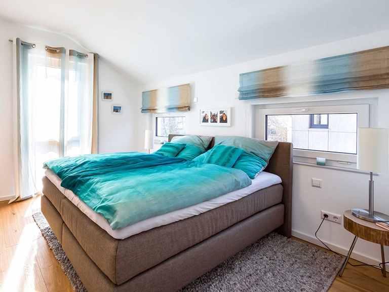 Schlafzimmer - Musterhaus Offenburg von OKAL Haus