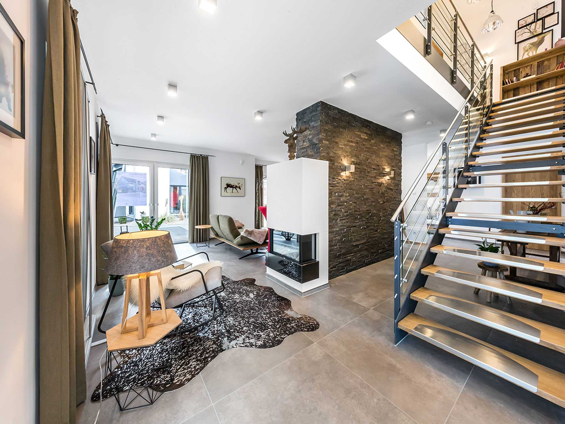 Musterhaus Fellbach mit Zwerchgiebel und Balkon - OKAL Haus ...