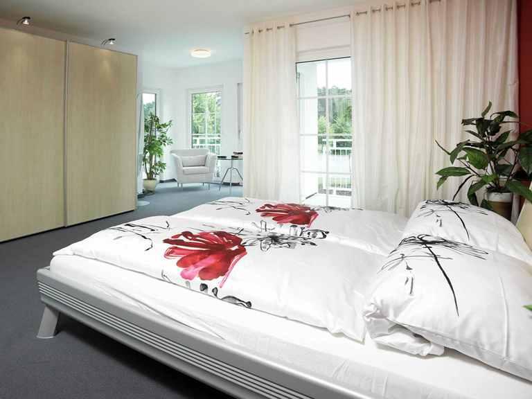 Schlafzimmer - Musterhaus Bielefeld von OKAL Haus