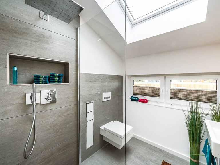 Badezimmer - Musterhaus Günzburg von OKAL Haus