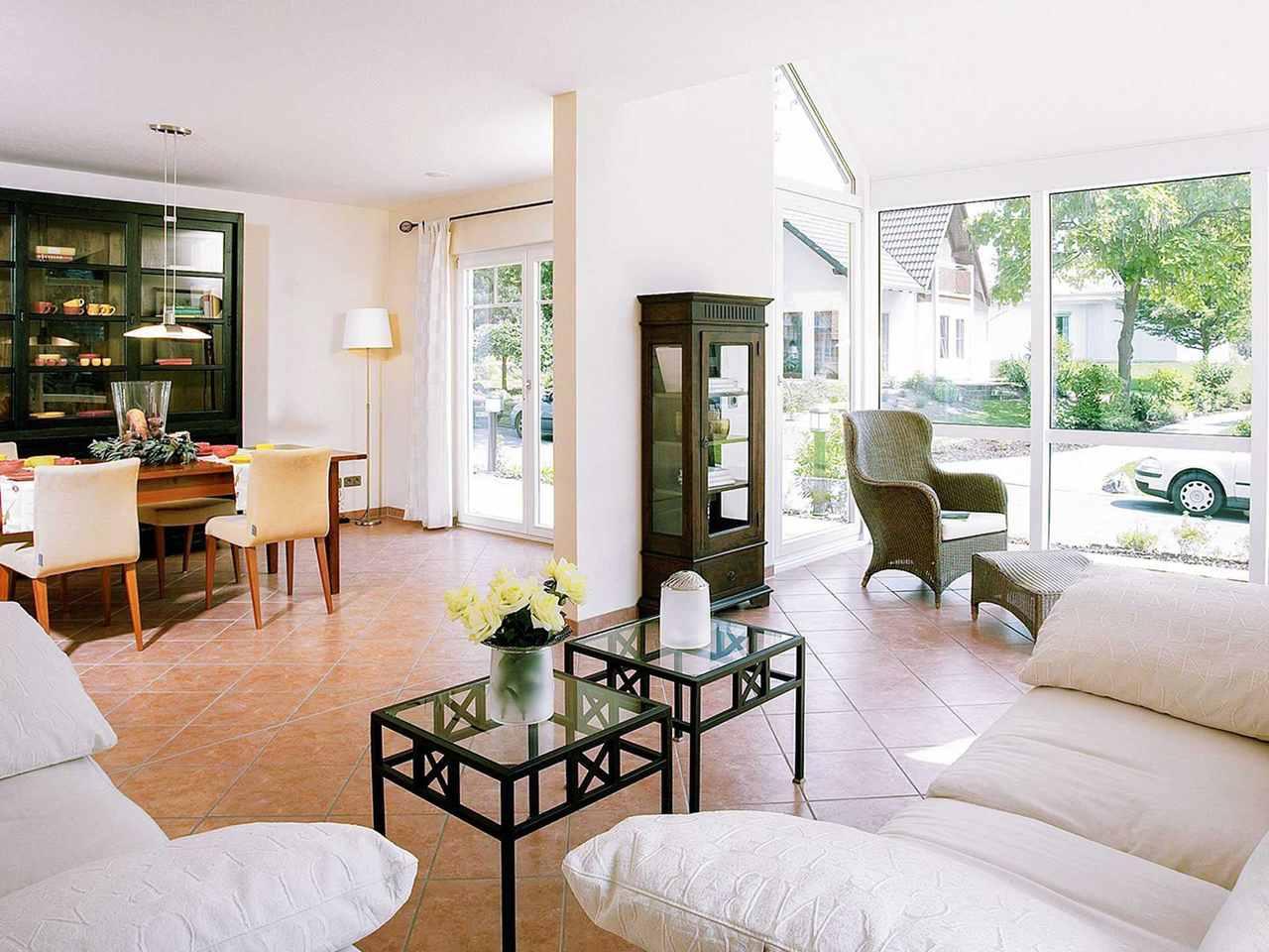 Wohnzimmer - Musterhaus Bad Vilbel Twin Family von OKAL Haus
