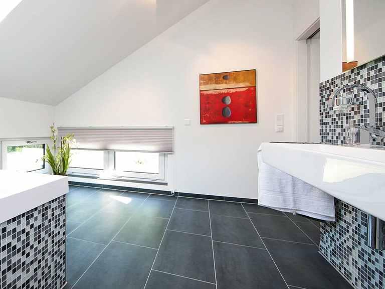 Badezimmer - Musterhaus Kaarst von OKAL Haus
