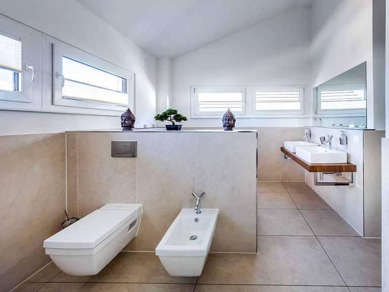 Badezimmer - Musterhaus Villingen-Schwenningen von OKAL Haus