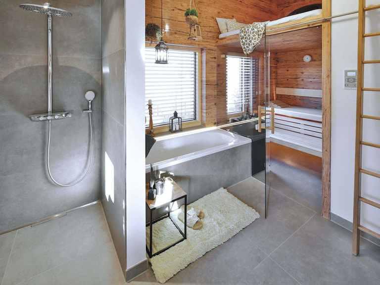 Regnauer Hausbau Musterhaus Heidi, Bad mit Sauna
