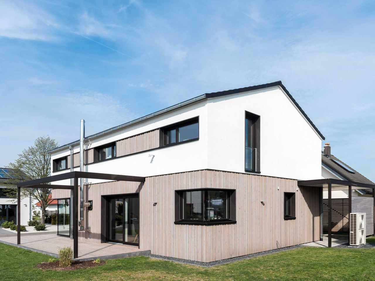 Musterhaus Design 183 von Frammelsberger Holzhaus seitliche Ansicht 2
