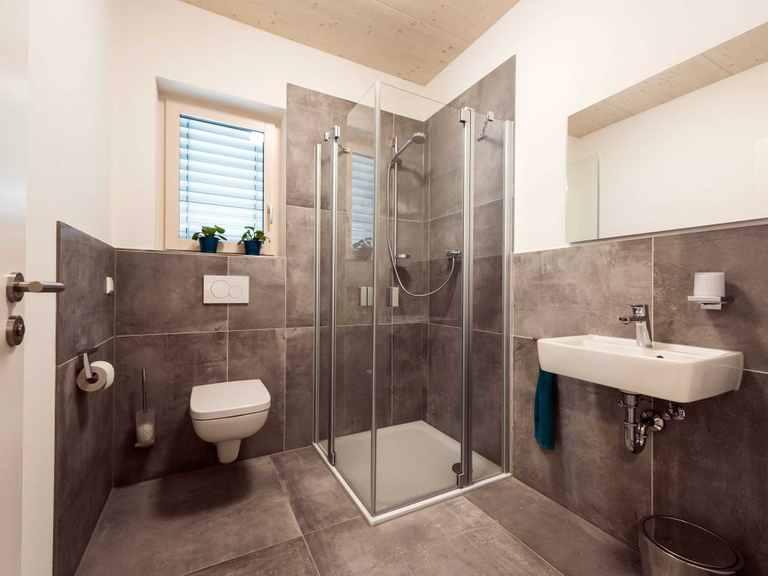 Gästetoilette - Musterhaus Design 183 von Frammelsberger Holzhaus