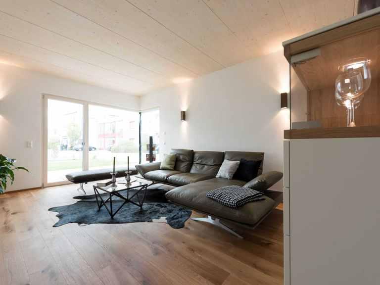 Wohnzimmer - Musterhaus Design 183 von Frammelsberger Holzhaus