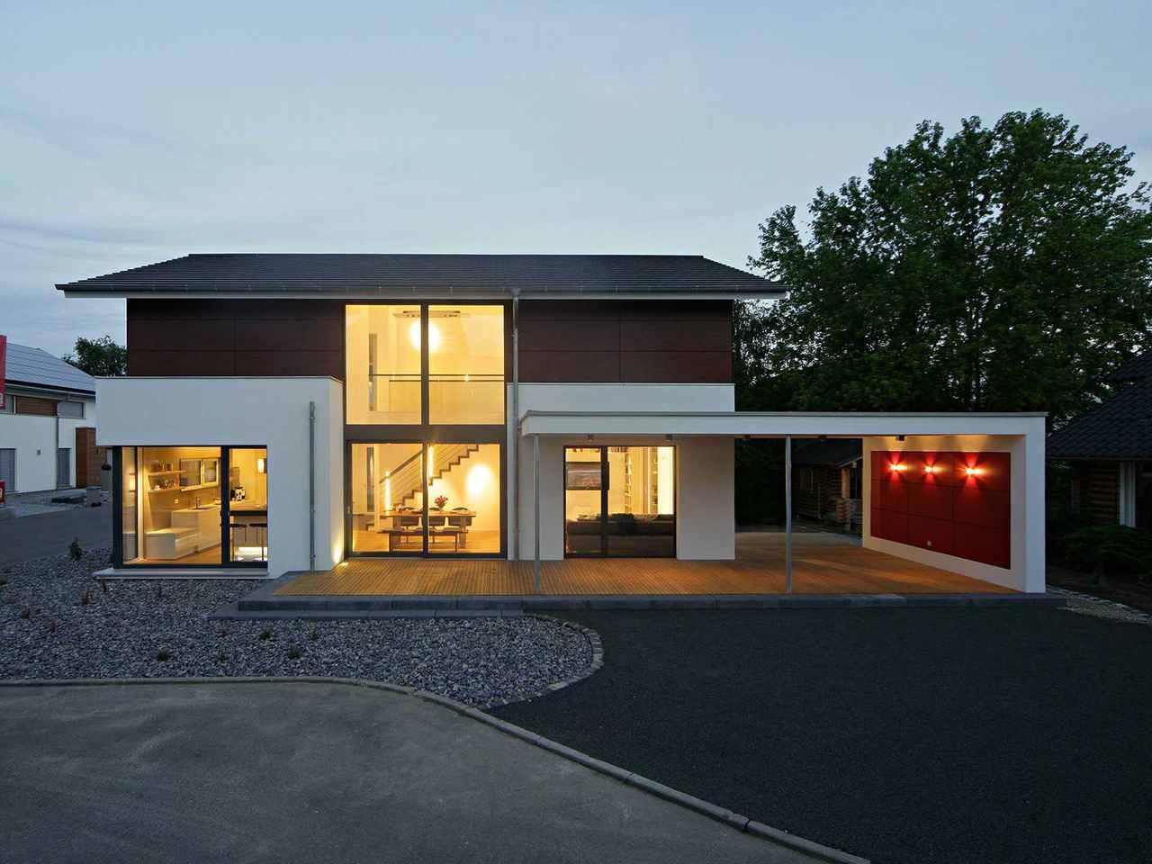 Musterhaus Mannheim Terrasse bei Abend